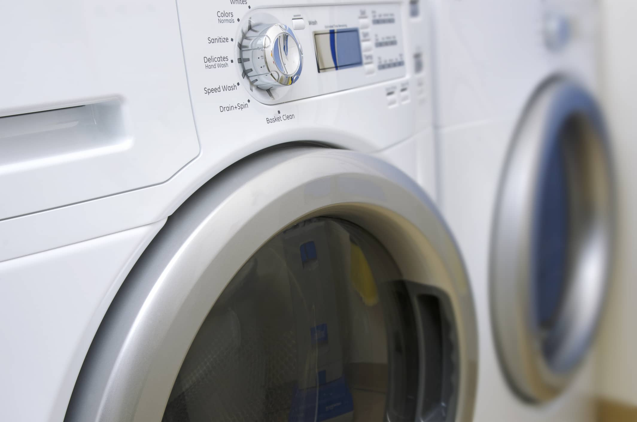 Washer-and-Dryer-478389279_2130x1410